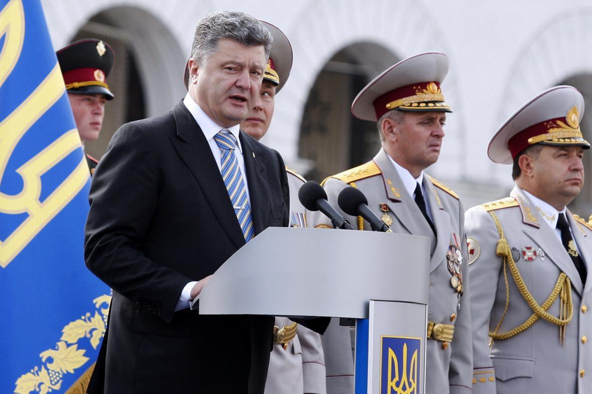 Petro Porošenko na ukrajinské vojenské přehlídce