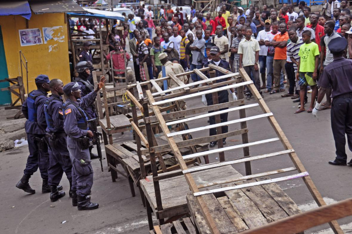 Policie uzavřela kvůli ebole chudinskou čtvrť v Monrovii
