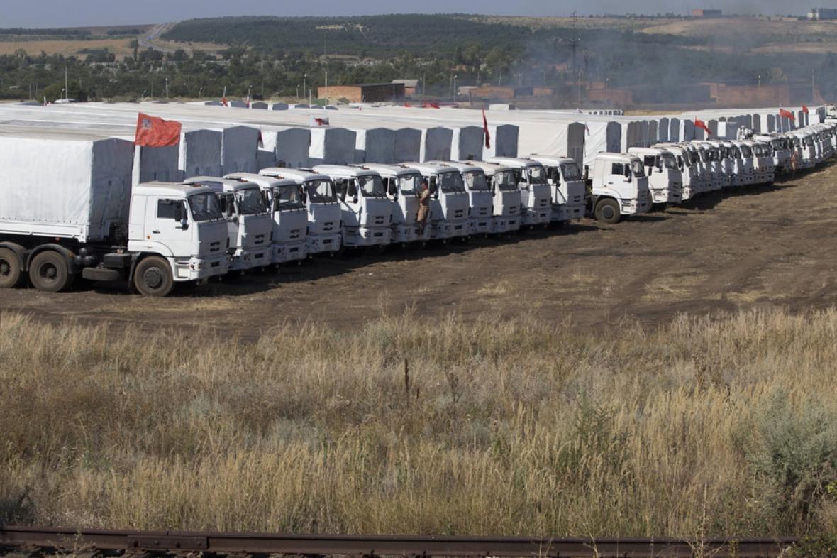 Ruský konvoj čekající před ukrajinskou hranicí