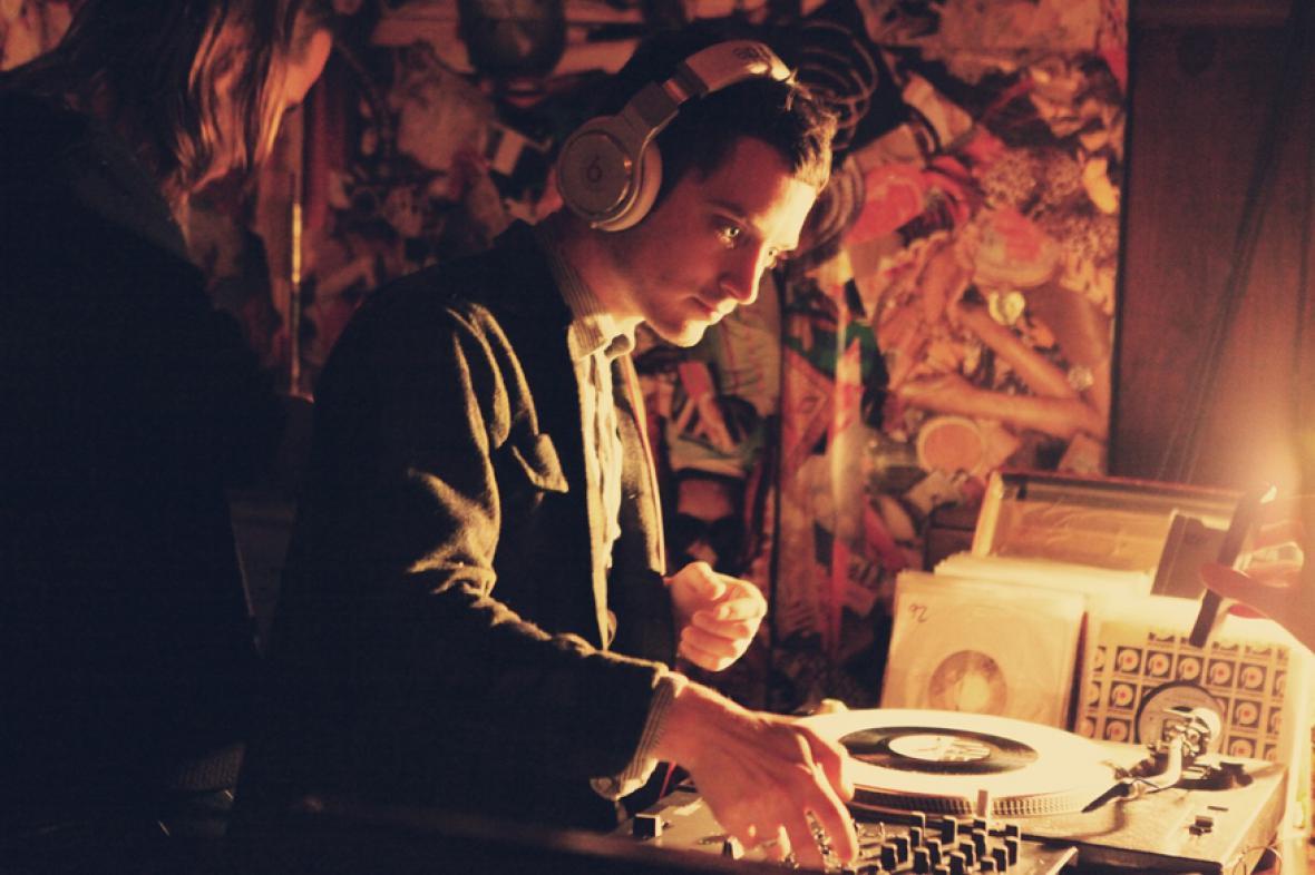 Elijah Wood jako DJ