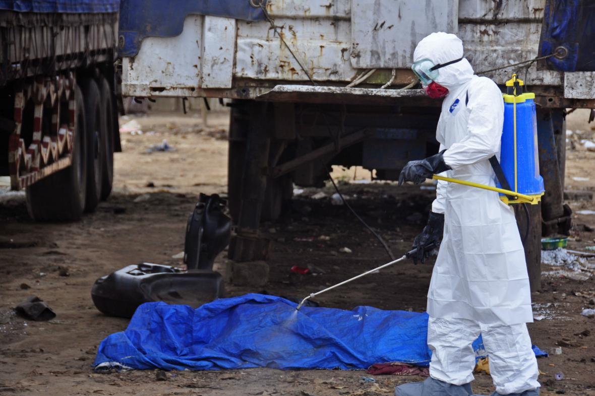Oběť eboly nalezená přímo na ulici liberijské Monrovie