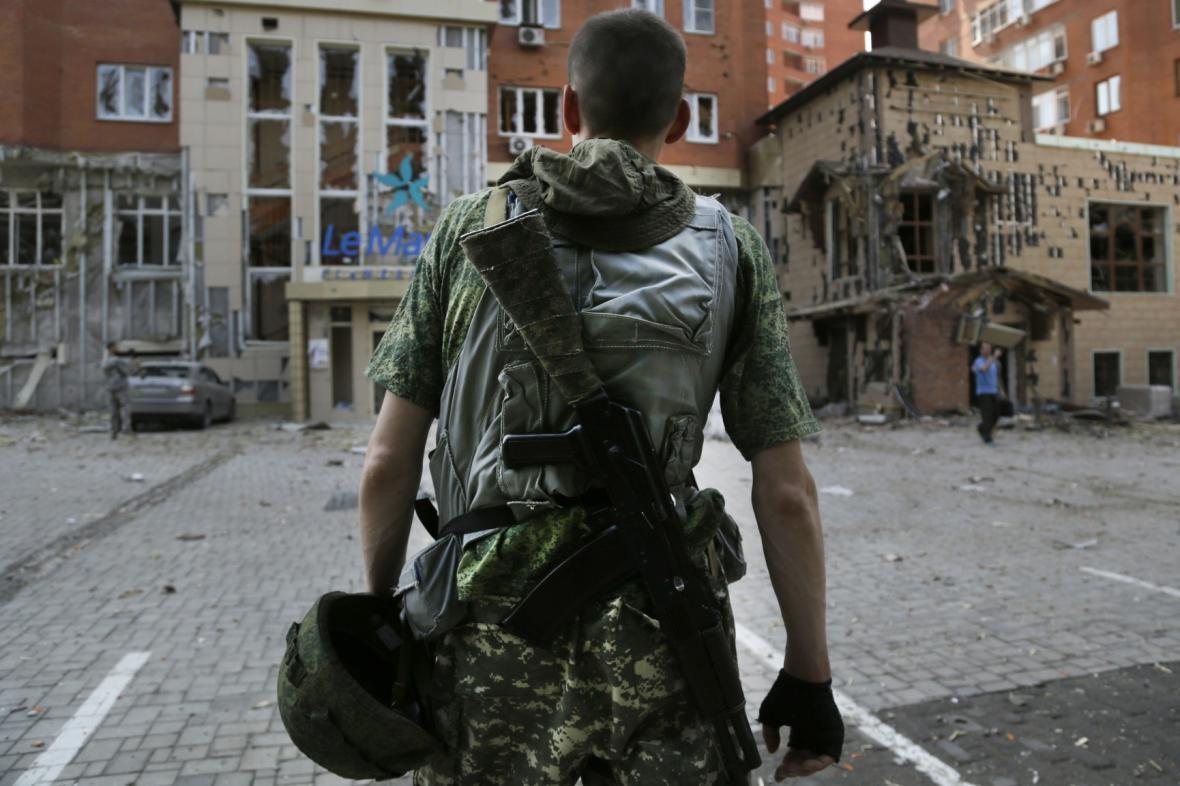 Proruský separatista v Doněcku