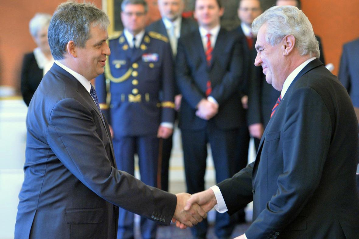 Prezident jmenuje Jiřího Dienstbiera (ČSSD) ministrem pro legislativu, lidská práva a rovné příležitosti