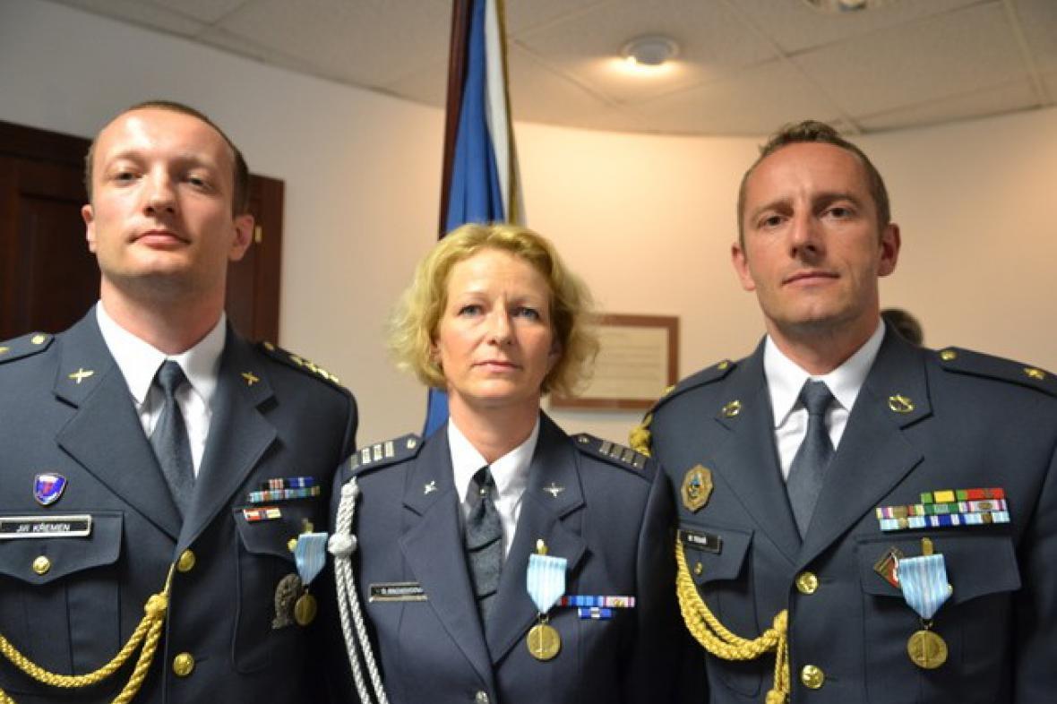 Ocenění důstojníci Jiří Křemen, Dita Machovcová a Martin Tesař