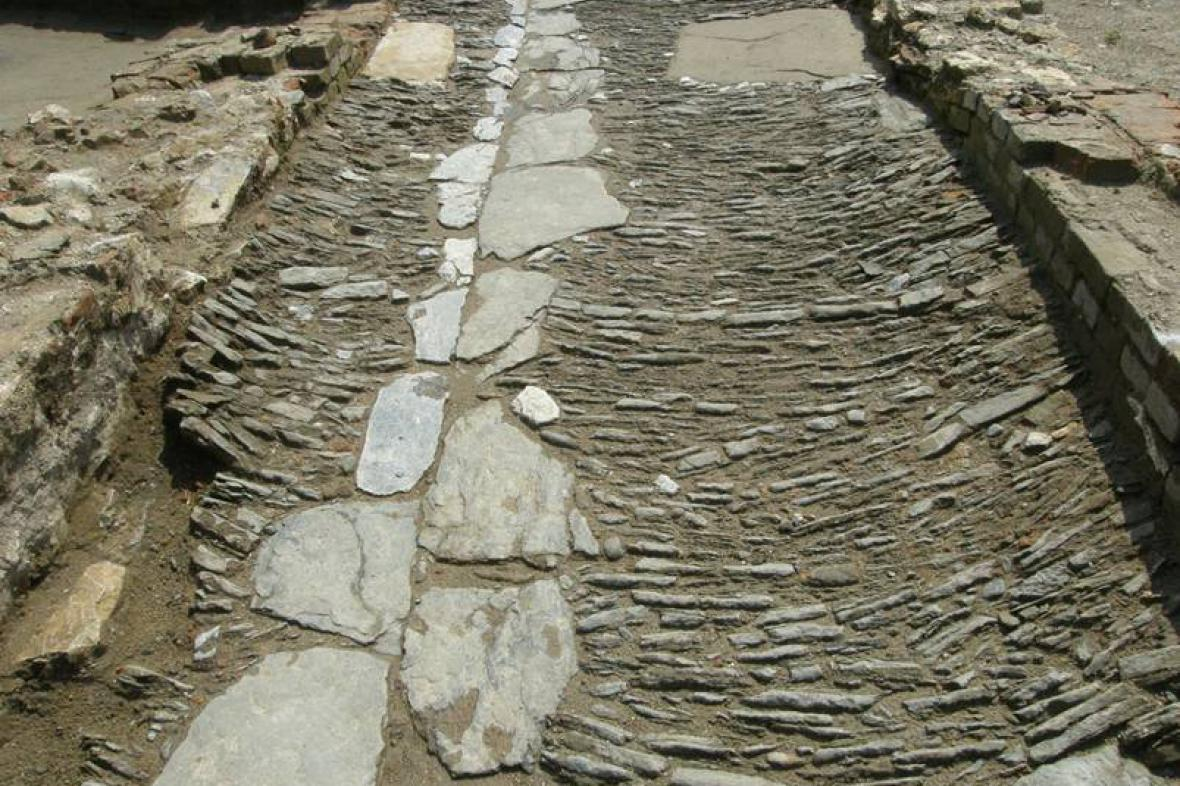 Dlážděná cesta z 16. století