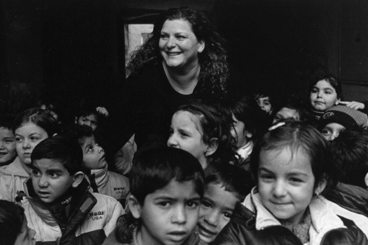 Ida Kelarová mezi romskými dětmi