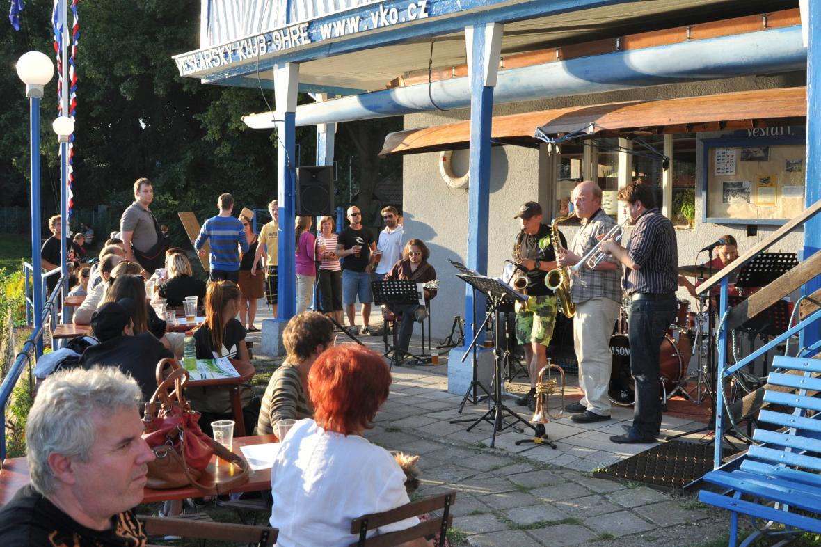 Letní lounské vábení - jazzová kavárna