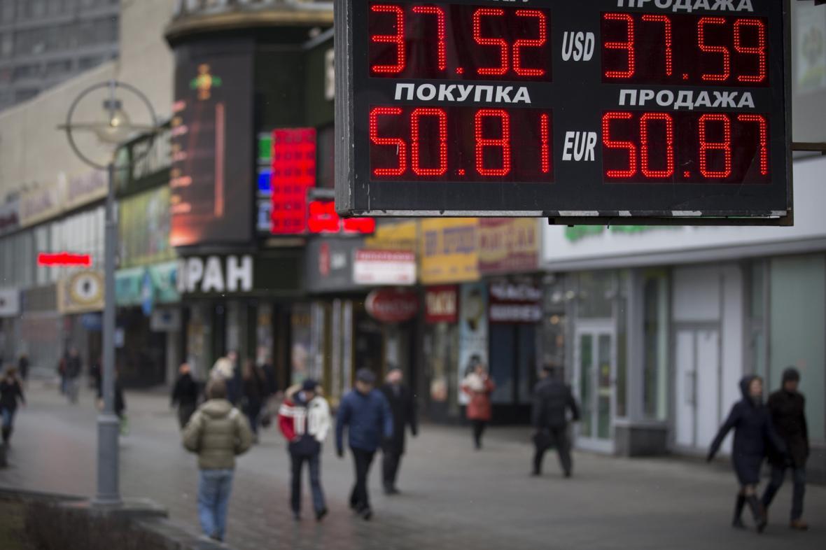 Kurz rublu k dolaru a euru