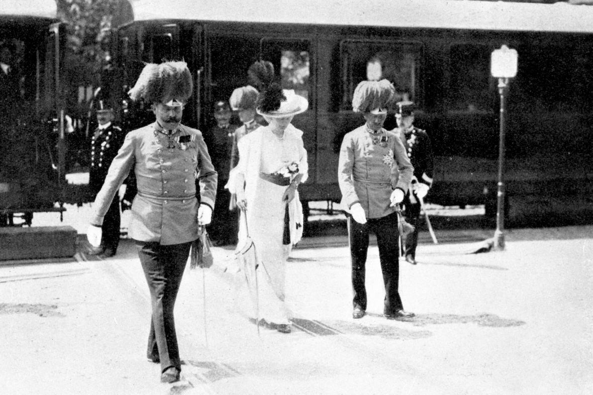 Arcivévoda František Ferdinand d'Este s manželkou Žofií krátce po příjezdu do Sarajeva