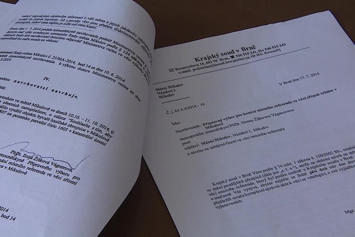 O vypsání referenda rozhodne soud