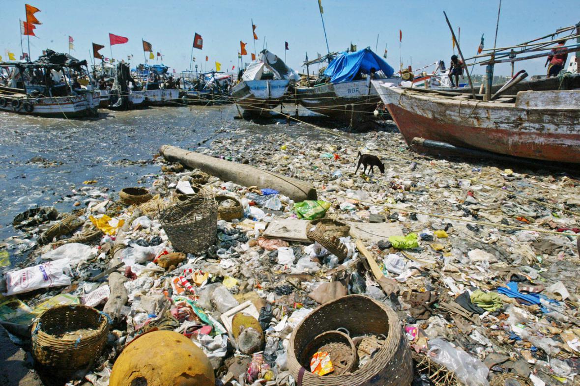 Moře znečištěné plastovým odpadem
