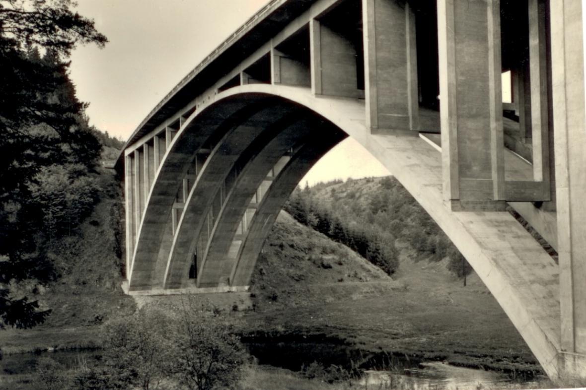 Z historie a současnosti silničních mostů