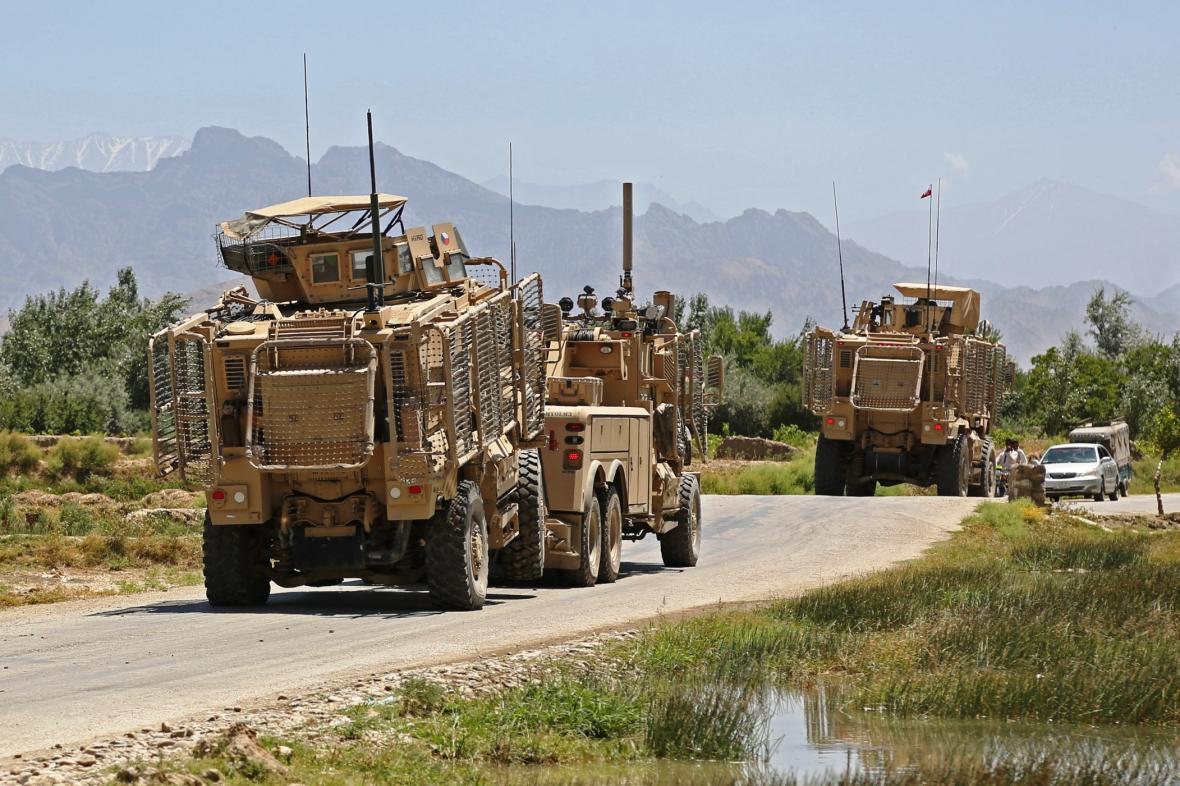 České armádní vozy v Afghánistánu