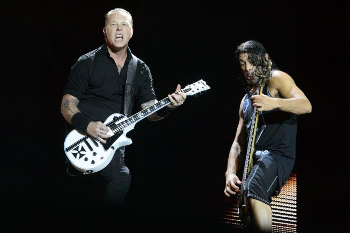 James Hetfield (vlevo) a Robert Trujillo