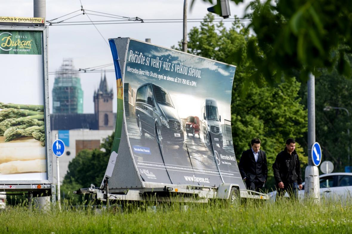 Reklama na přívěsných vozících