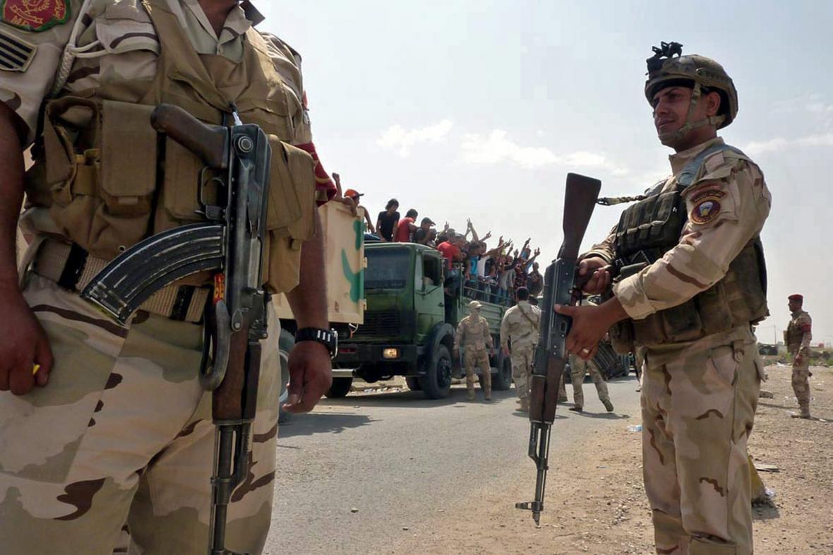 Dobrovolníci pomáhají vládním silám na cestě do Bagdádu