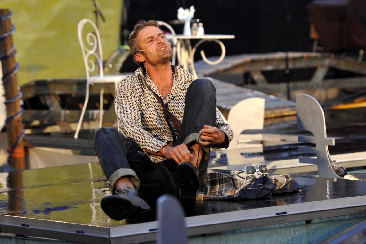 Roman Zach jako Lelio při předpremiéře hry Lhář