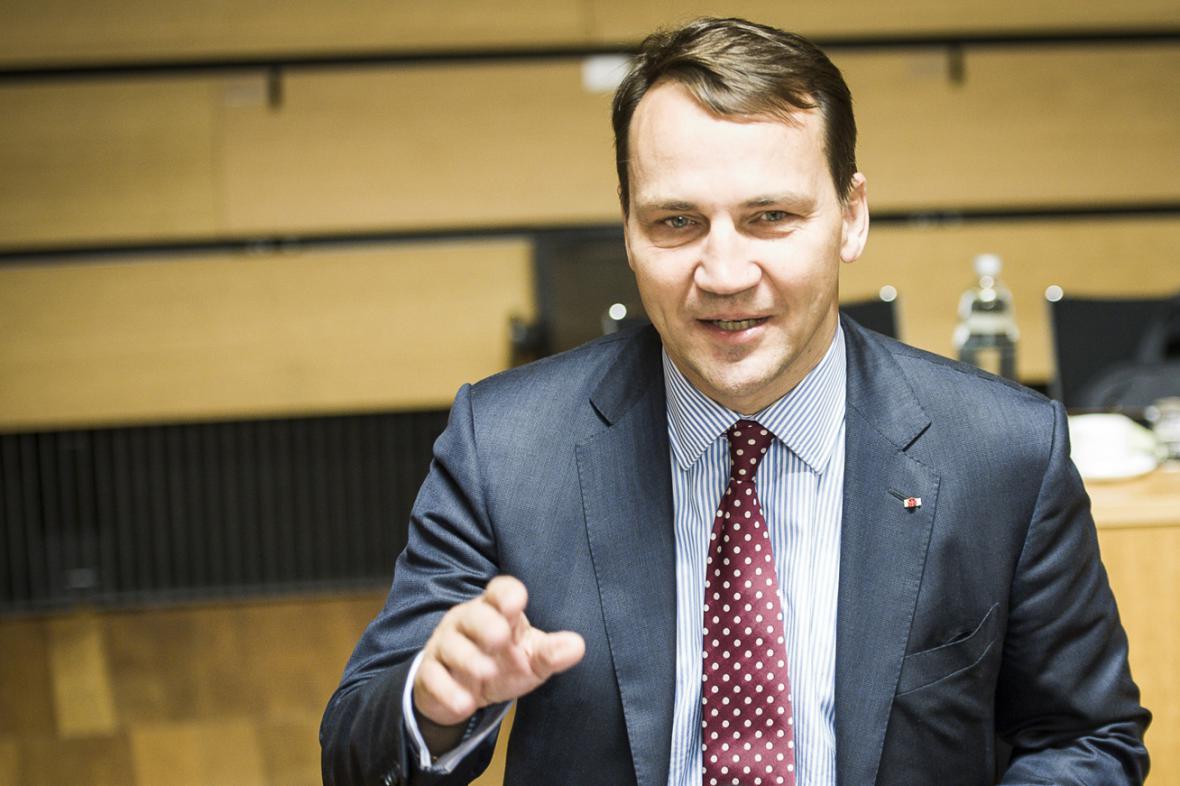 Radoslaw Sikorski na lucemburské schůzce ministrů zahraničí EU