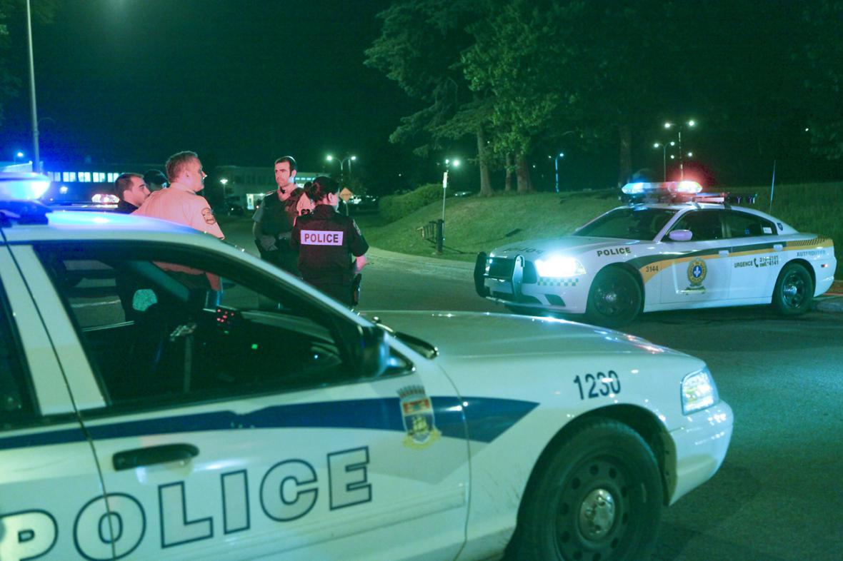 Kanadští policisté před věznicí Orsainville