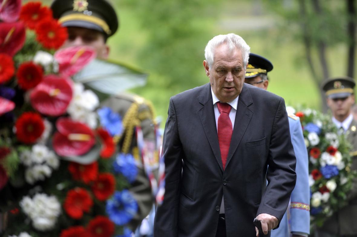 Prezident Zeman na pietní akci v Ležákách