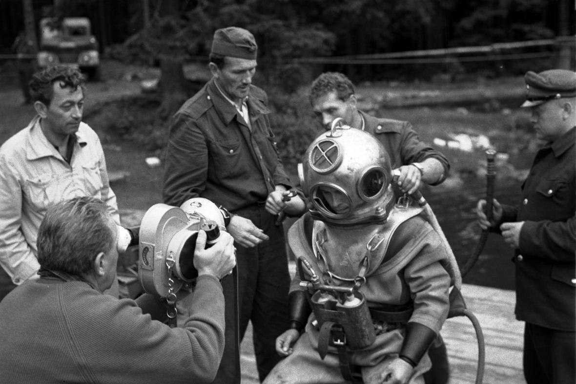 Nález v šumavských jezerech: Štáb ČST natáčí dokument