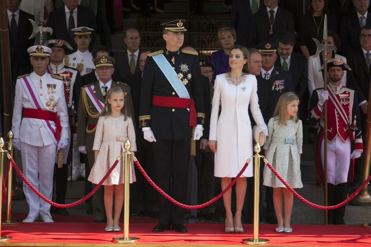 Král Filip VI. a královna Letizia po obřadu v parlamentu