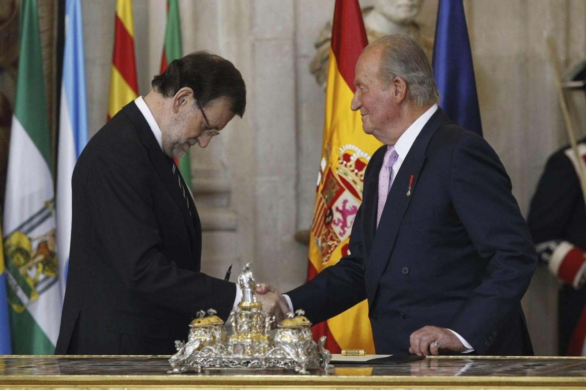 Juan Carlos oficiálně opustil španělský trůn