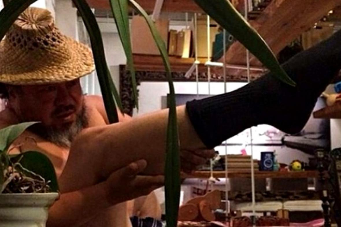 Aj Wej-wej střílí vlastní nohou