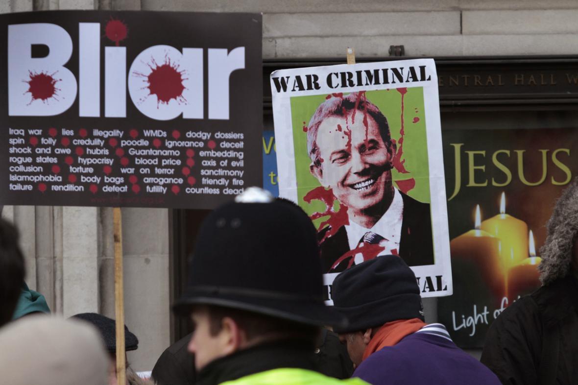 Britský protest proti Tonymu Blairovi