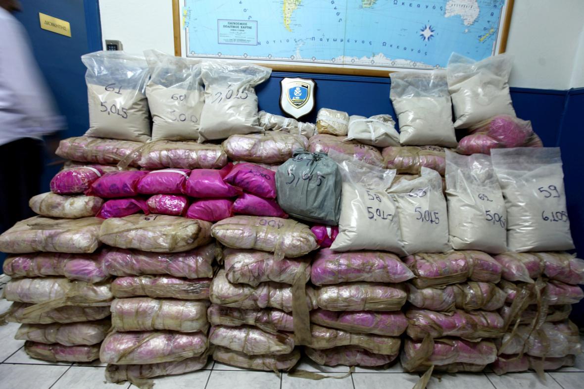 Řecká policie zabavila přes tunu heroinu