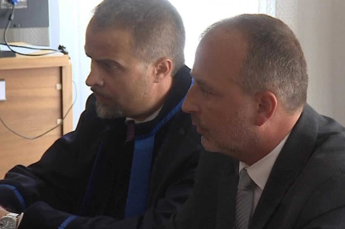 Jiří Pešek (vpravo) se svým advokátem