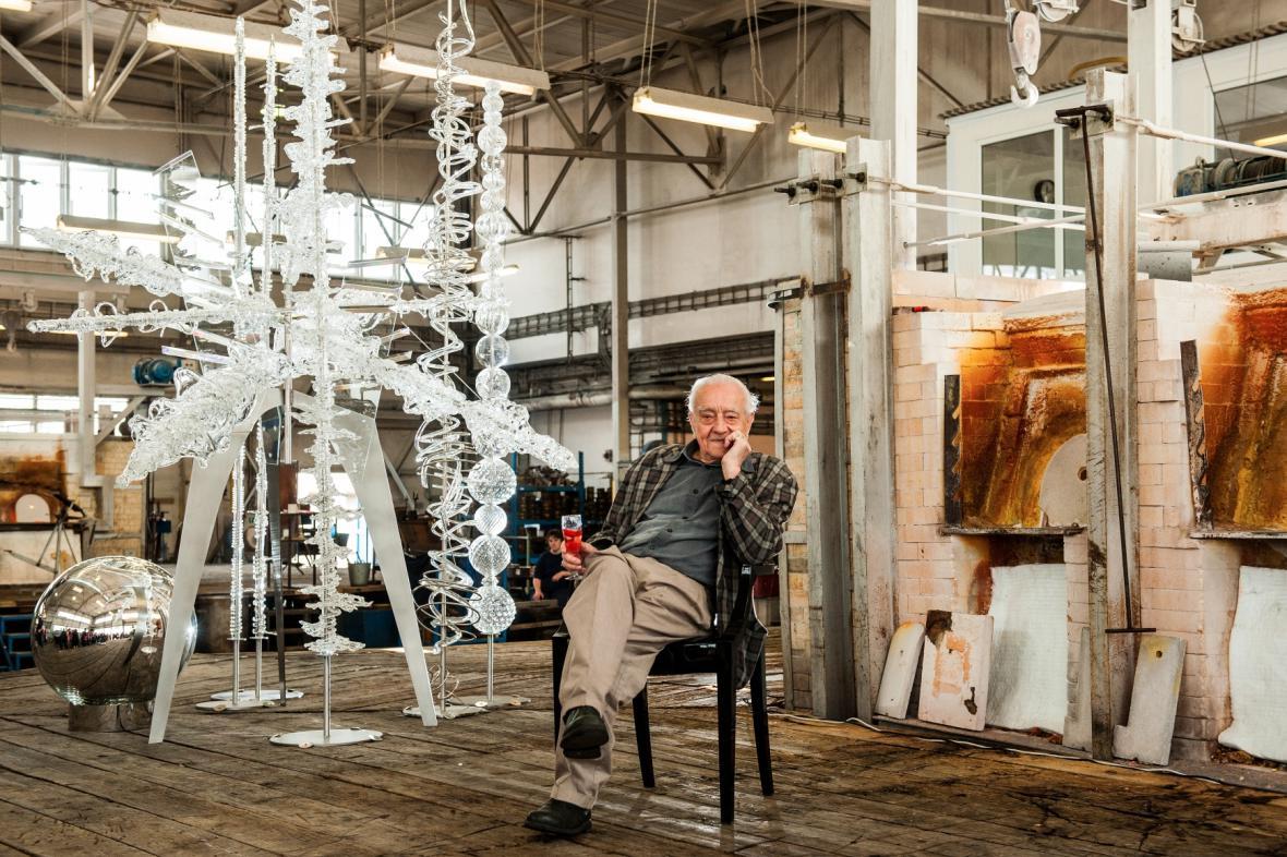 René Roubíček před svou plastikou Expo na druhou