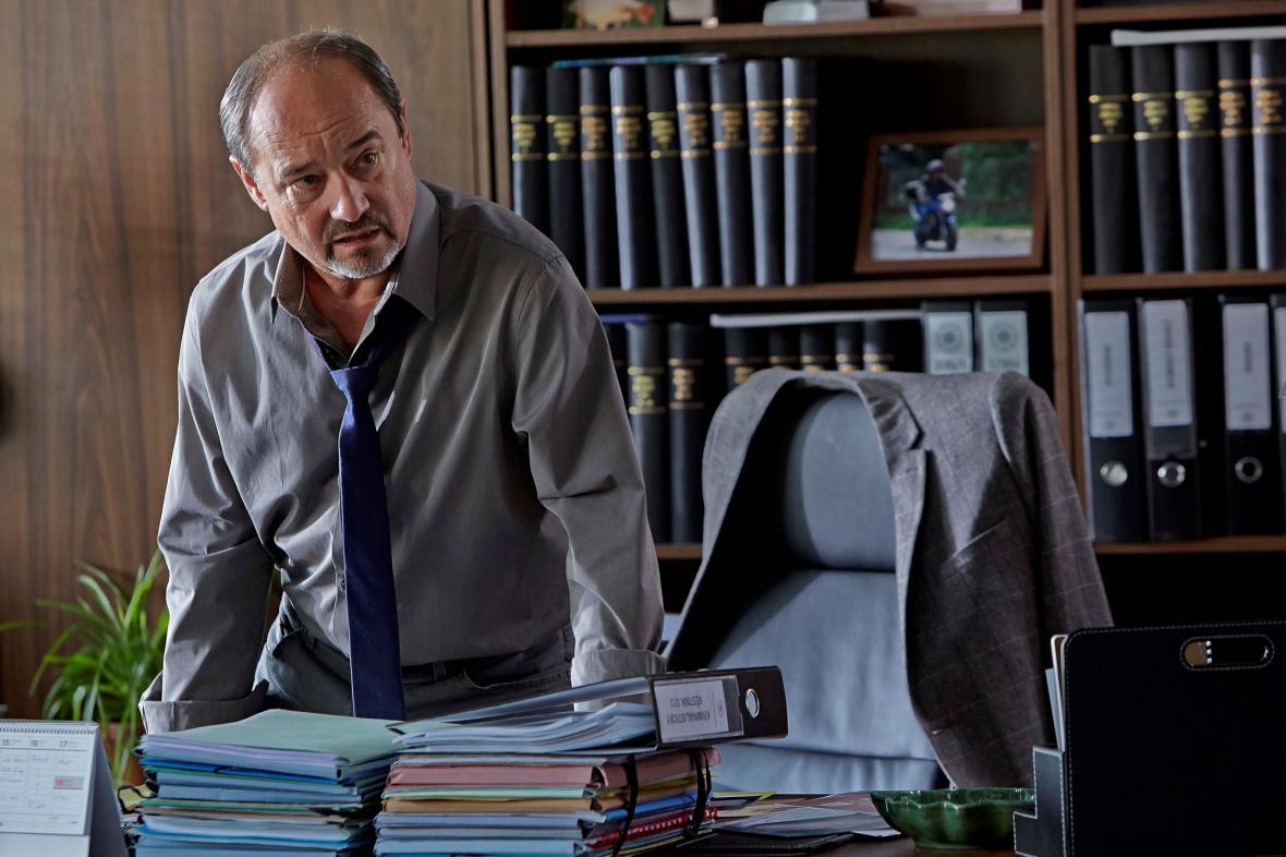 Viktor Preiss při natáčení povídky Černé jako smola