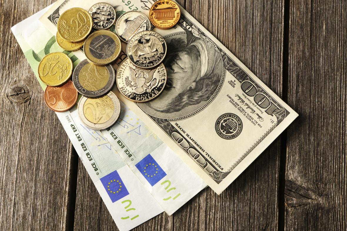 Dolar versus euro