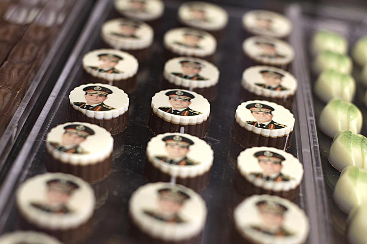 Pro mlsné egyptské voliče: Bonbony s portrétem maršála Sísího