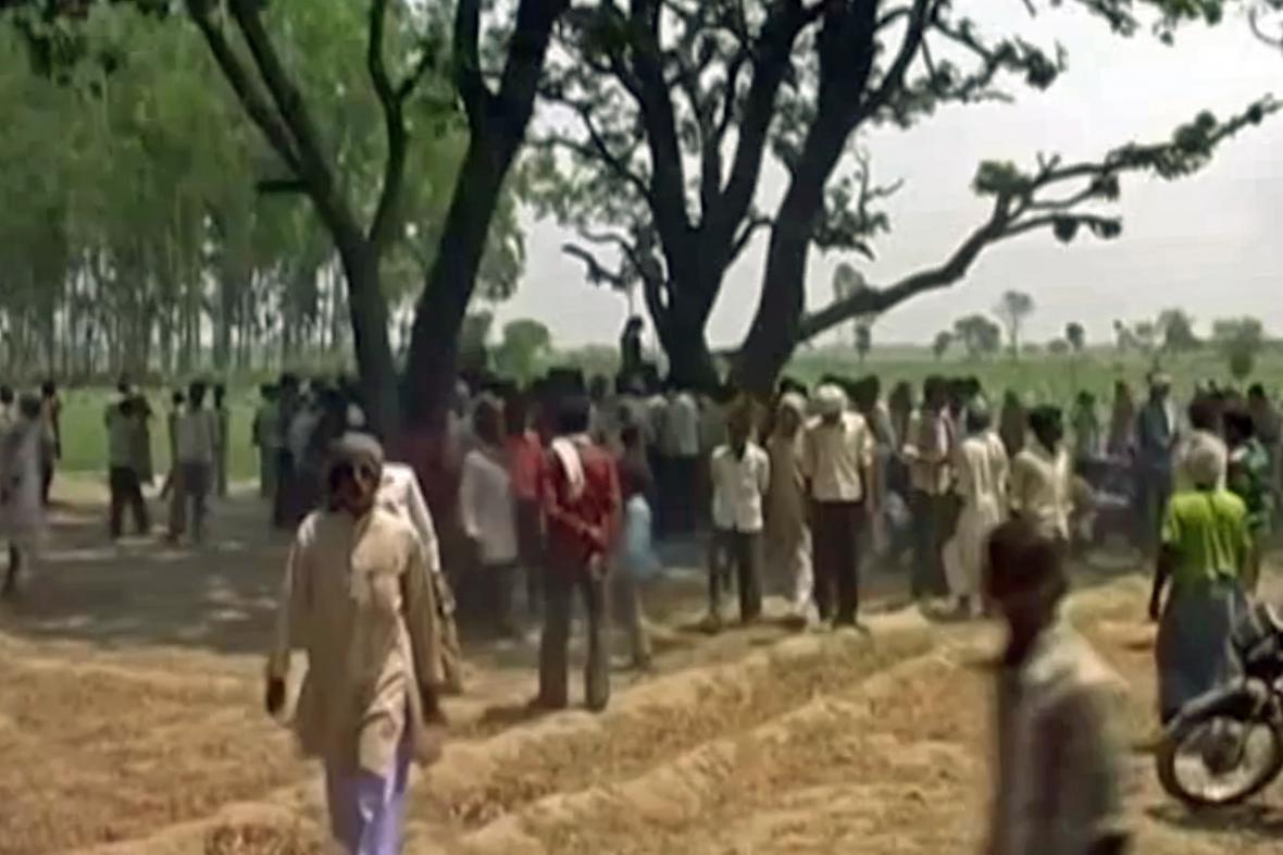 Indičtí vesničané našli těla dvou znásilněných a oběšených dívek