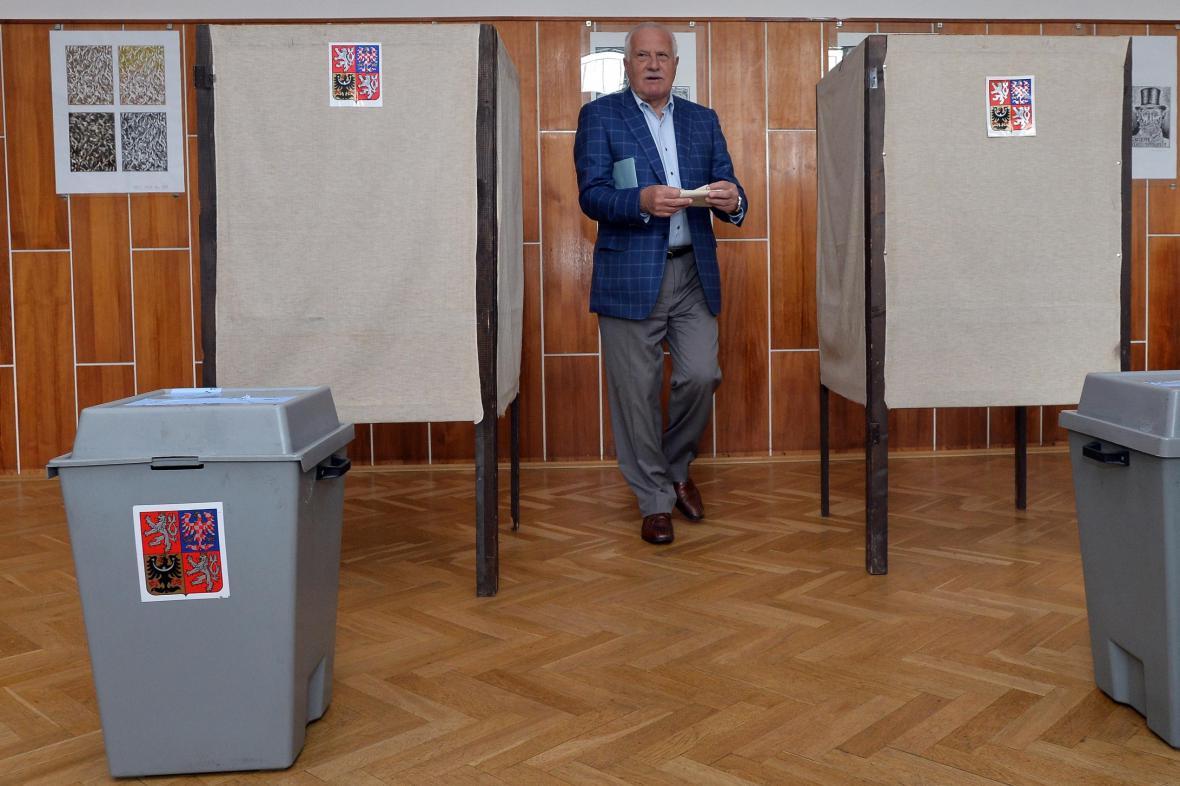 Václav Klaus volí do Evropského parlamentu