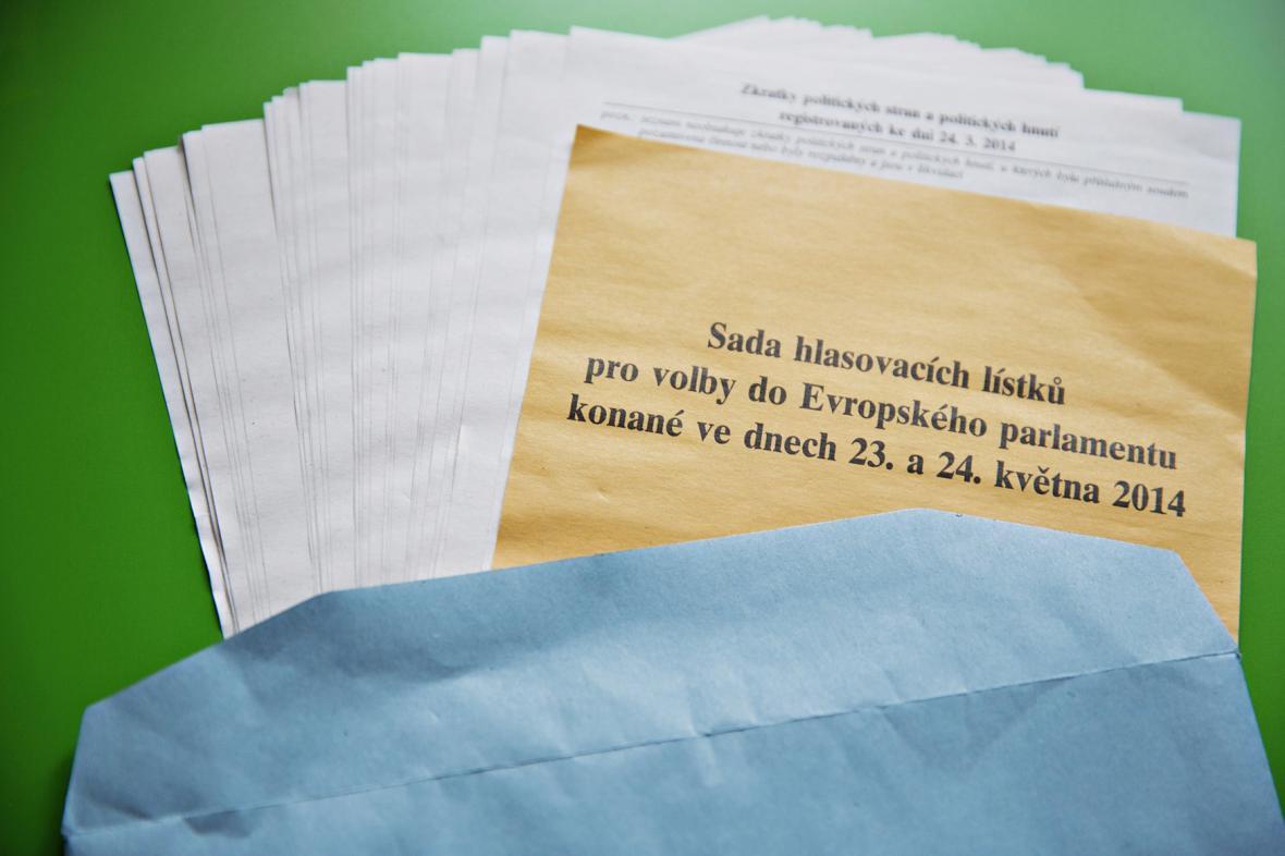 Hlasovací lístky pro eurovolby v ČR