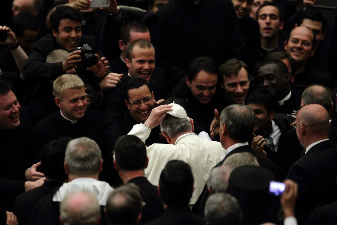 František s mladými kněžími
