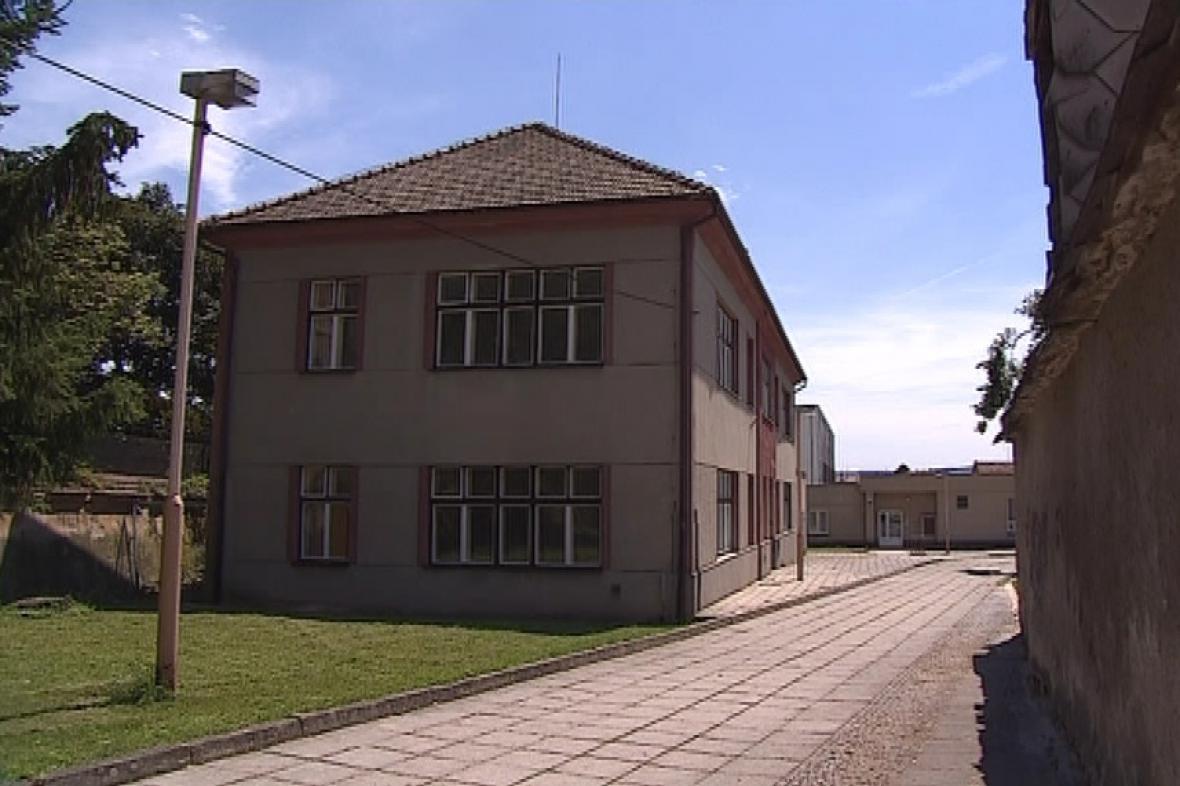 Budova základní školy v Ivanovicích na Hané