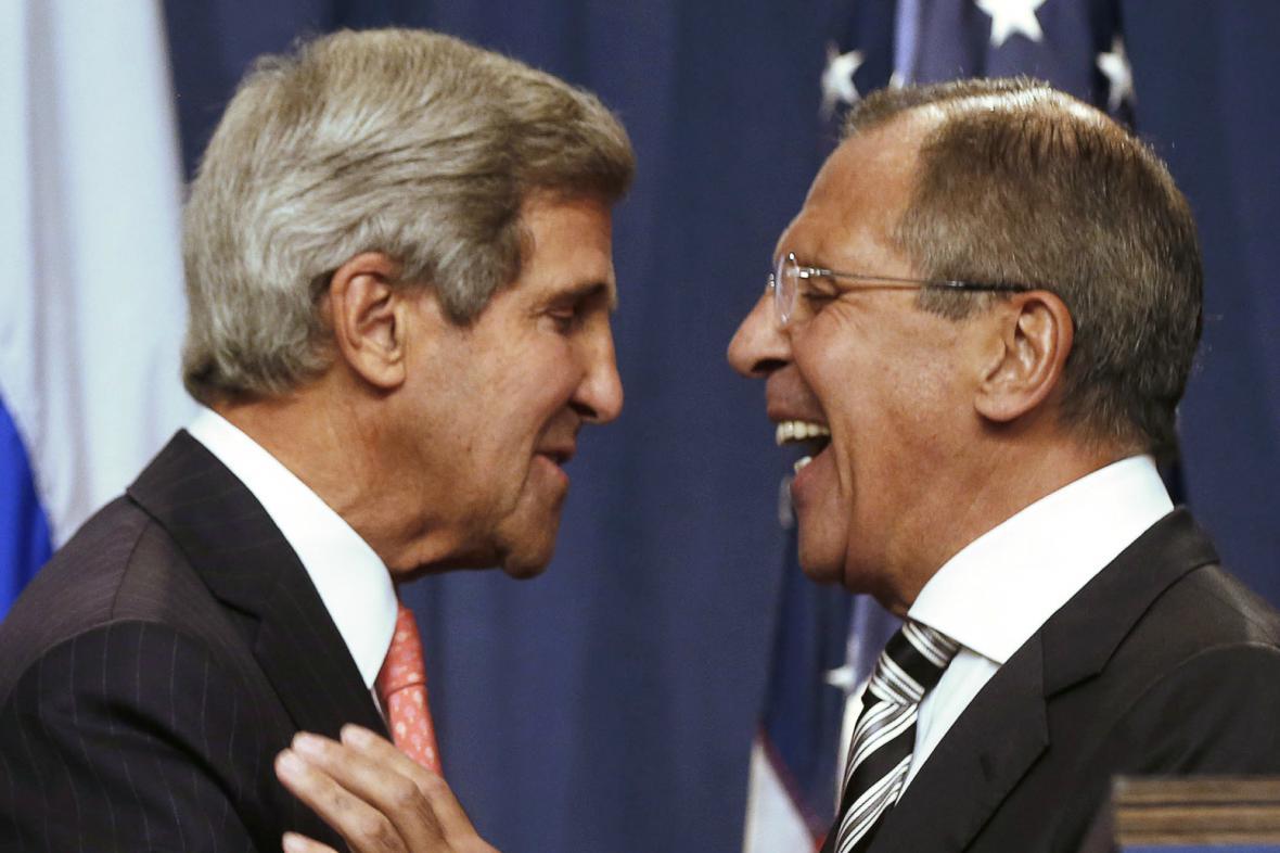 Úspěch. Kerry a Lavrov v Ženevě dospěli k dohodě o syrských chemických zbraních