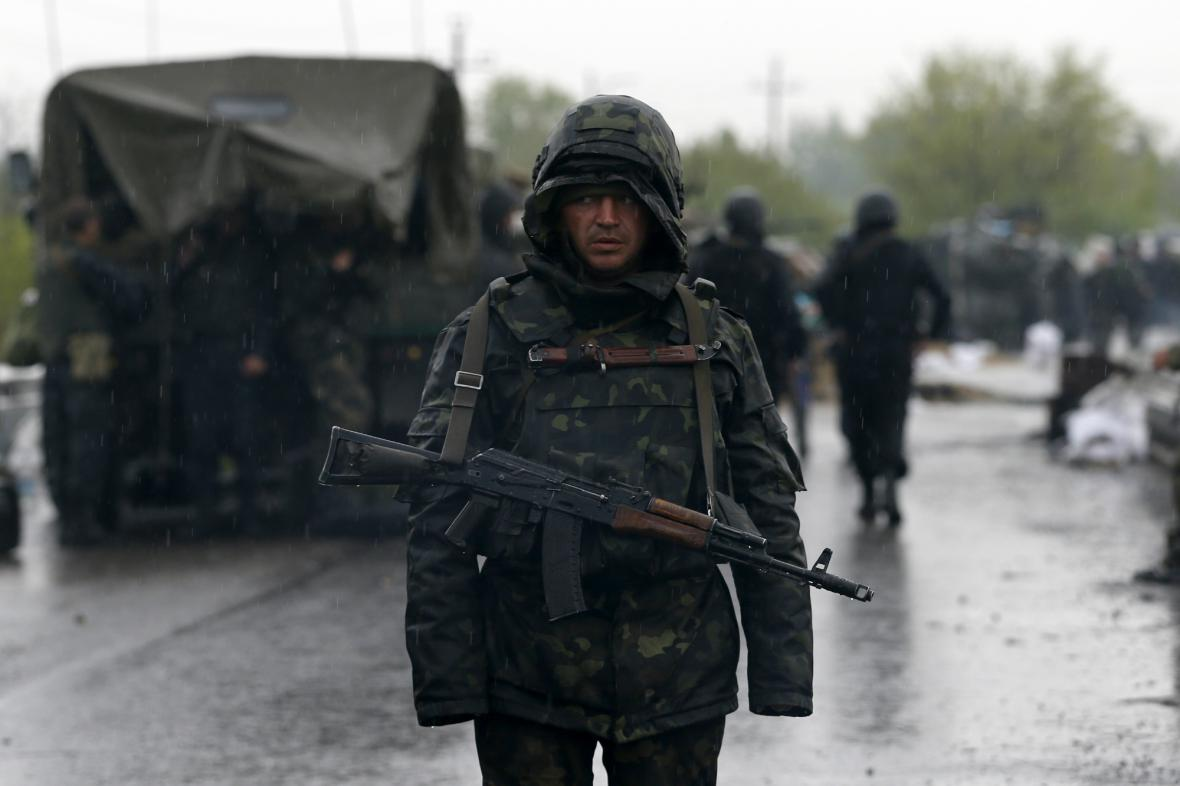 Ukrajinský voják ve Slavjansku