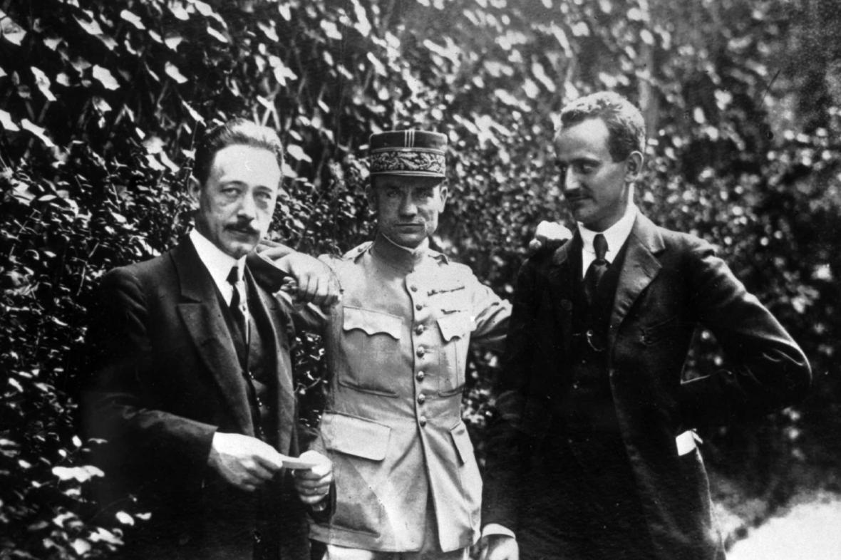 Milan Rastislav Štefánik se svými přáteli (uprostřed)