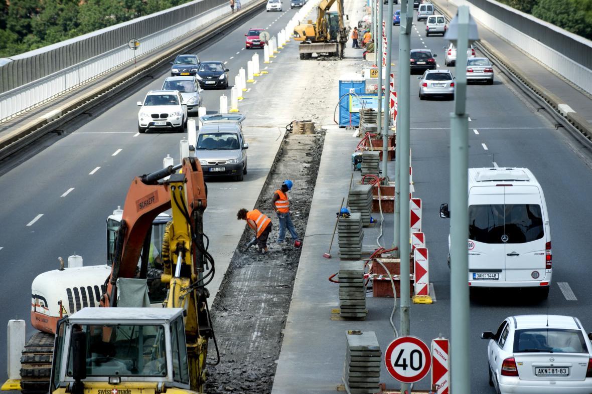 Rekonstrukce Nuselského mostu v roce 2013