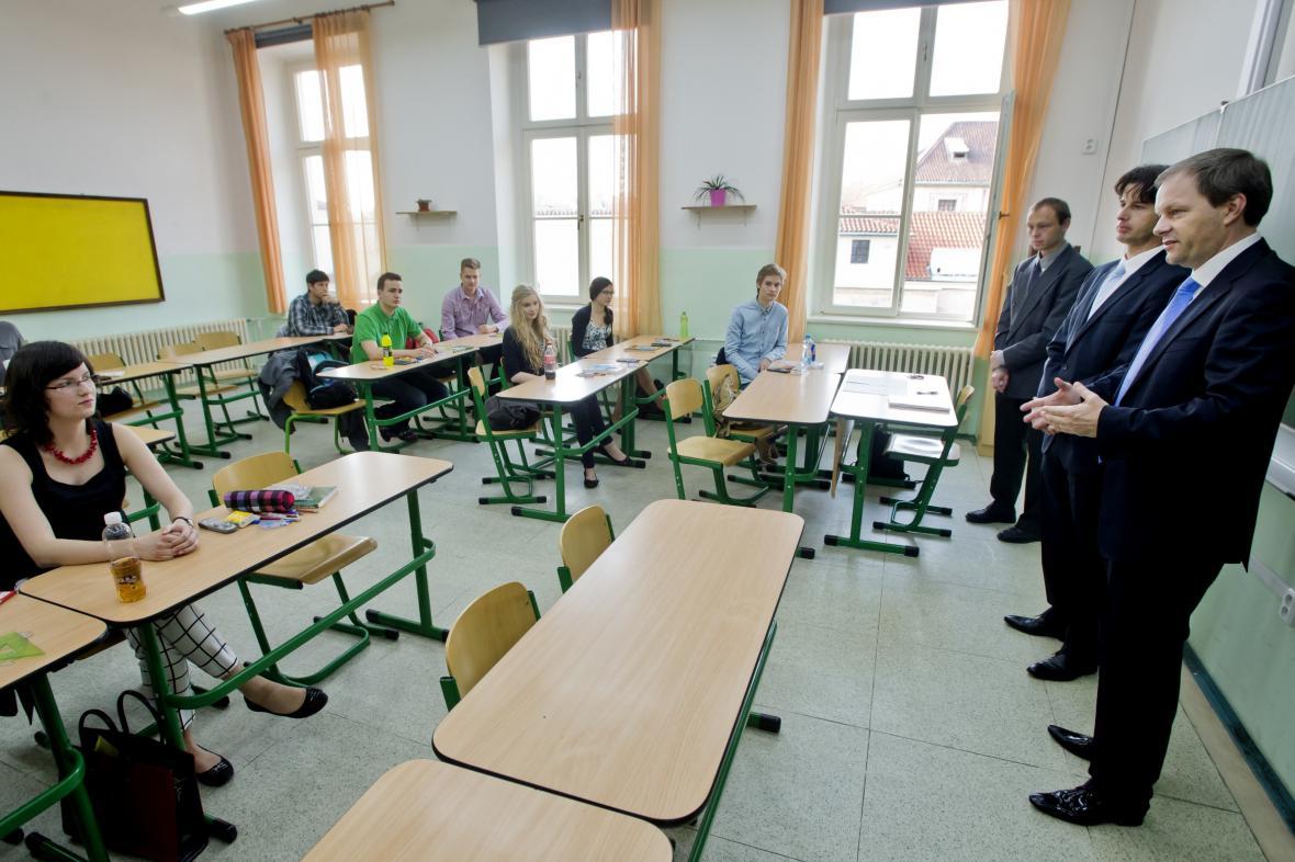 Ministr školství Marcel Chládek zahajuje čtvrtý ročník státních maturit