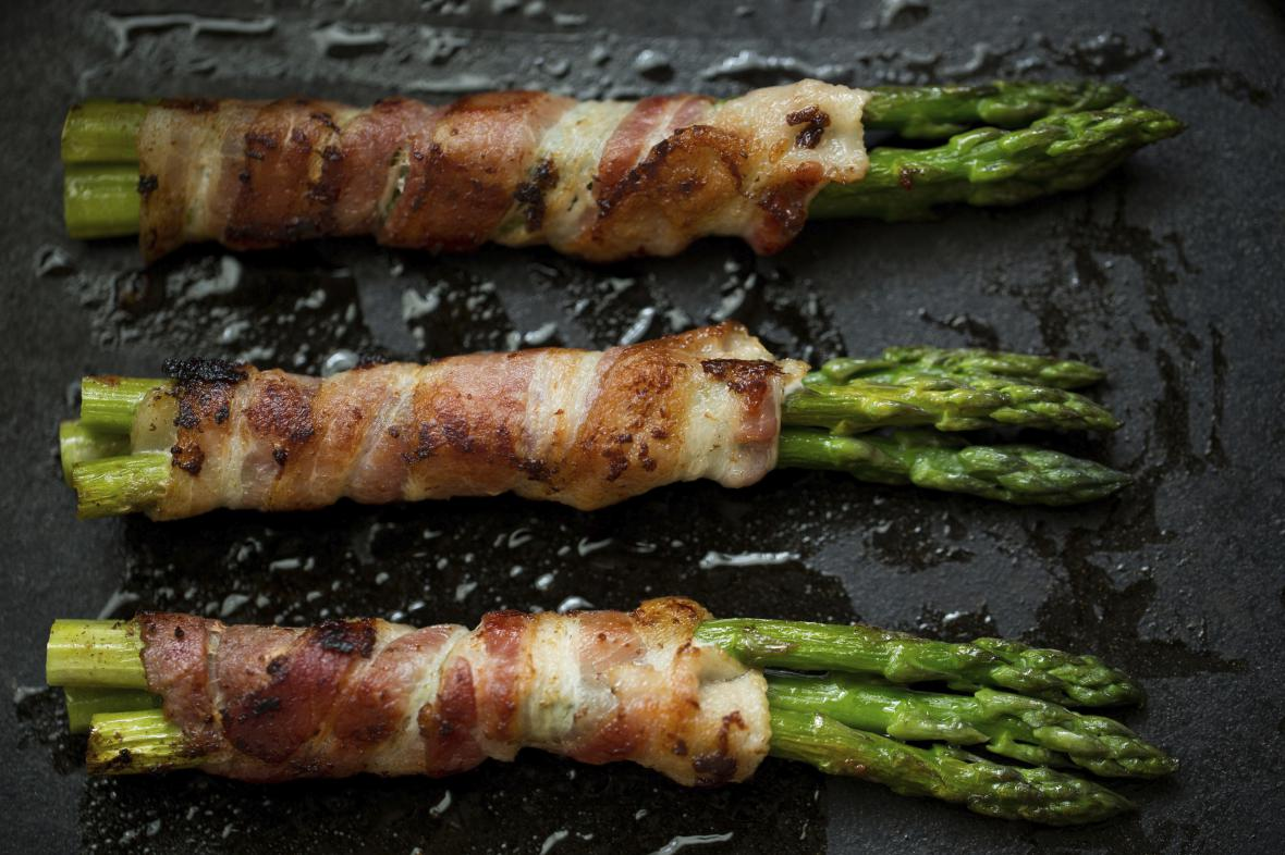 Chřest se slaninou