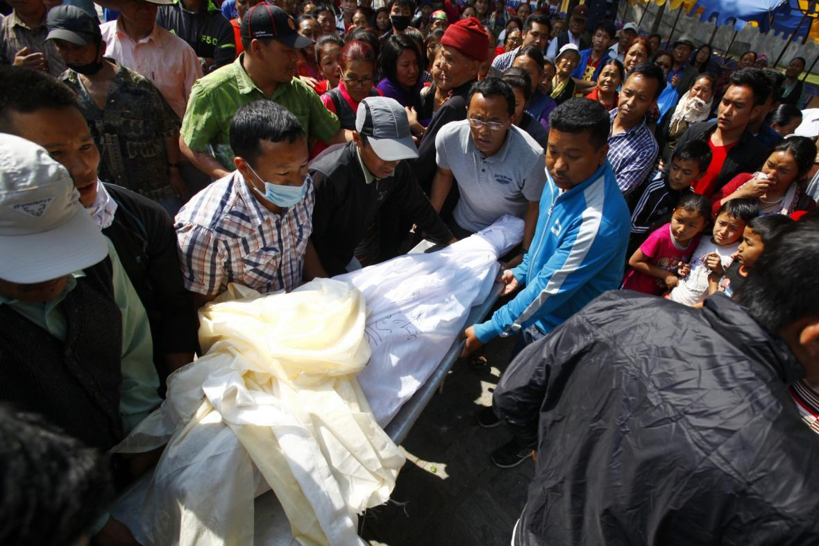 Oběti laviny na Everestu