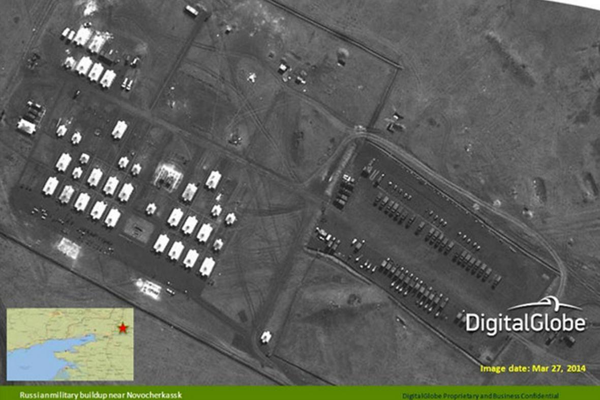 Těžká technika ruské armády u hranic s Ukrajinou