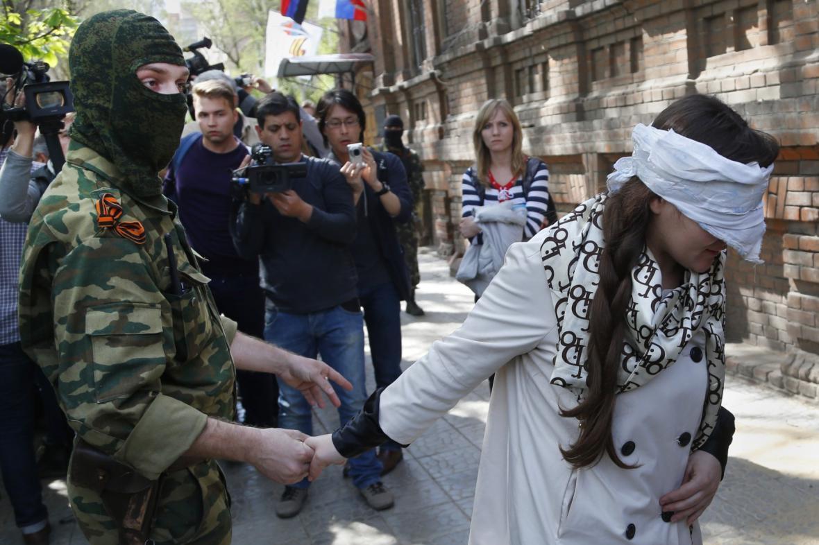 Separatisté zadrželi novinářku Irmu Kratovovou