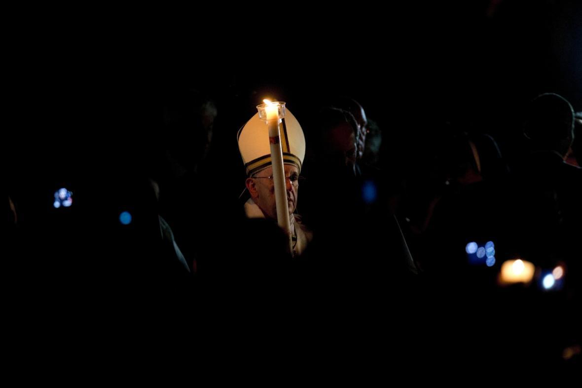 Papež František zahájil velikonoční vigilii